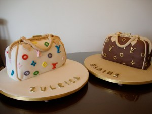 Bolo em forma de bolsa Louis Vuitton