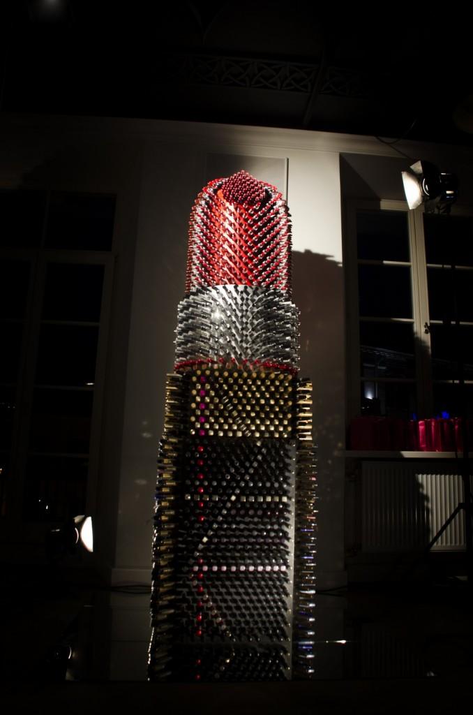 art-installation-giant-lisptick