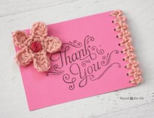 Cartões decorados com crochê