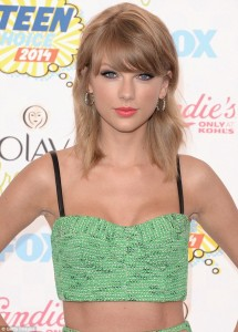 O look de Taylor Swift no Teen Choice Awards