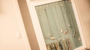 DIY: Quadro para pendurar colares