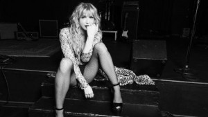 O estilo grunge de Courtney Love para Nasty Gal