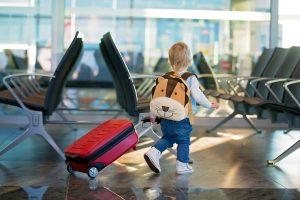 Como arrumar a mala para seu filho em uma viagem internacional
